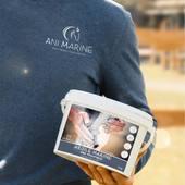 💬 L'HISTOIRE 📖  Nous avons rencontré Thomas Carlile en 2019, lors du Grand Complet au Haras du Pin alors qu'il réalisait l'exploit en s'offrant les 3 marches des podiums CCI3*-L et CCI2*-L. 🏆🥈🥉  En tant que partenaire de l'événement, nous récompensions les meilleurs cavaliers à la remise des prix. Thomas s'est vu offrir de nombreux produits Ani Marine. 🏆🎁  Après plusieurs rencontres, recueil de ses avis et retours sur les produits : nous y voila ! 🤩  Notre petite entreprise familiale bretonne a finalement contracté son premier partenariat avec un cavalier de haut niveau dont les performances ne cessent de nous éblouir. ✨  Nous sommes si fiers de pouvoir nous associer à ce cavalier, mais également toute son équipe et ses épatants chevaux. 🤝  MERCI 🙏  Un projet se concrétise, des tas d'autres sont en développement et nous sommes impatients de vous embarquer à bord de nos futures aventures ! 🚀✨  Ani Marine, soins pour chevaux par vocation, concours complet par passion. 🐴🌊💙
